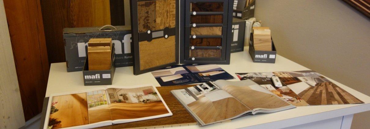 Parkett Muster und Informationsmaterial im Showroom