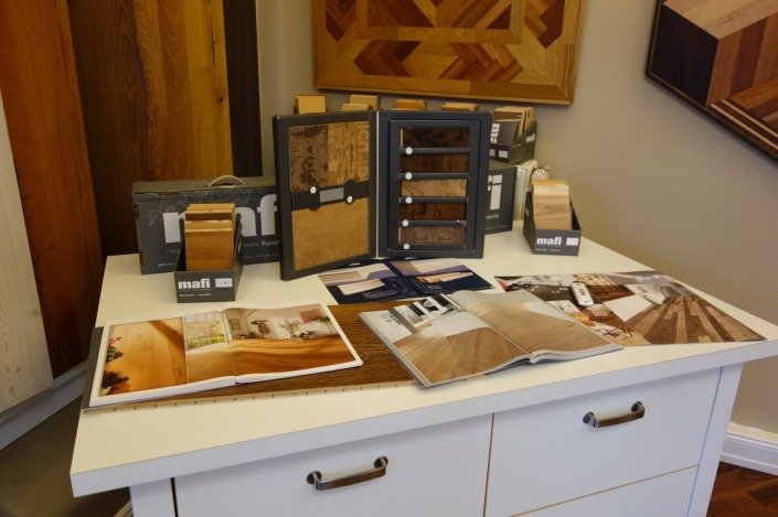 Parkett Muster und Informationsmaterial im Showroom